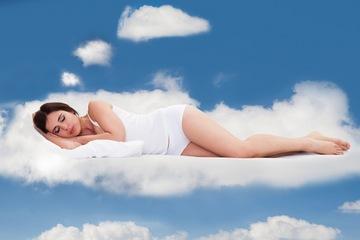 woman-sleep-cloud-140701